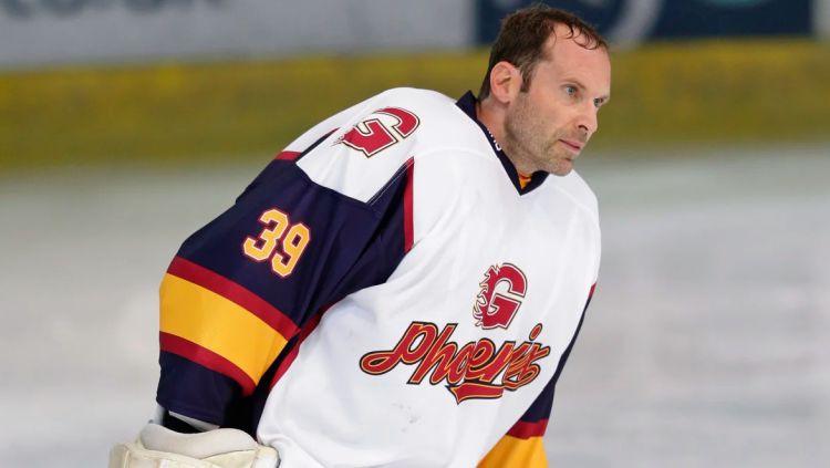 Čehs veiksmīgi debitē hokejā, bullīšos uzvarot Lielbritānijas līgas mačā