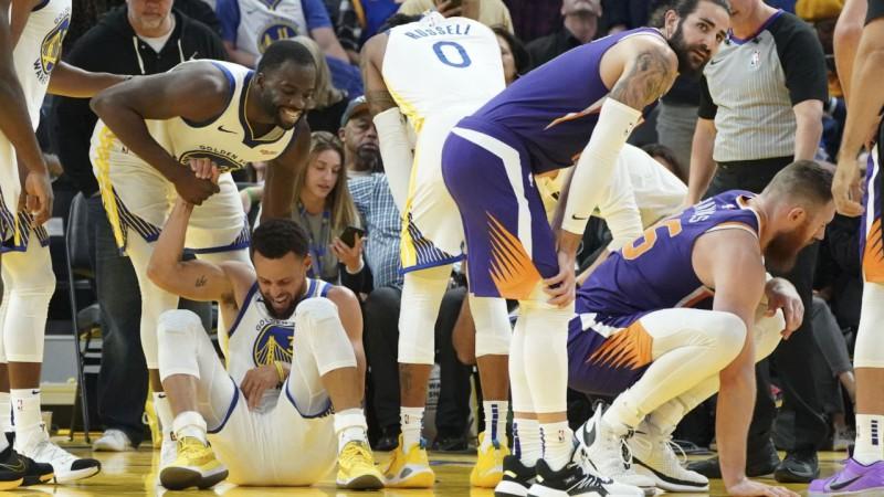 """""""Celtics"""" atspēlē -19 un pieveic """"Bucks"""", Karijs salauž roku """"Warriors"""" zaudējumā"""
