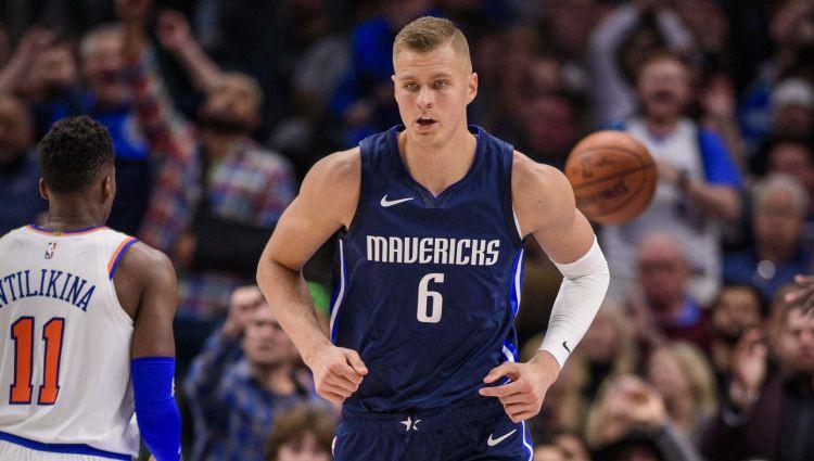 """Porziņģis Ņujorkas negatīvajā atmosfērā iemet 20 punktus, """"Mavericks"""" vēlreiz zaudē """"Knicks"""""""