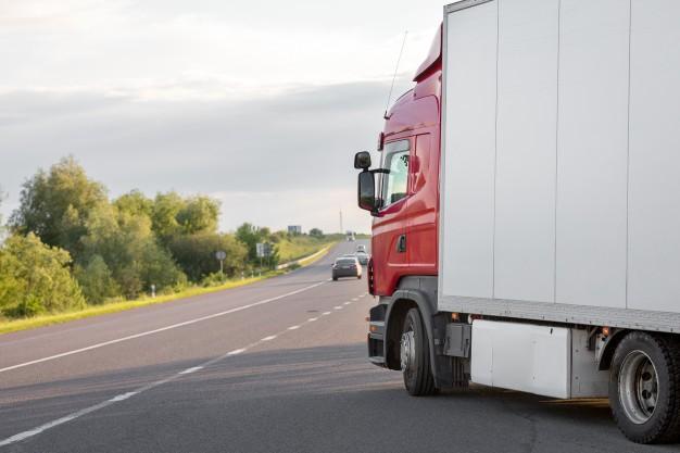 Nesēdēt astē un zināt aklās zonas - kravas auto vadītāju ieteikumi citiem autovadītājiem