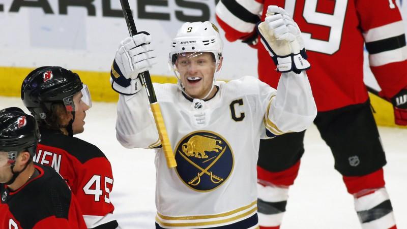 Bļugera un Girgensona komandas biedri iekļauti starp NHL nedēļas zvaigznēm