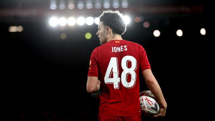 """""""Liverpool"""" pusaudzis Džounss ar teicamiem vārtiem nokārto uzvaru derbijā"""