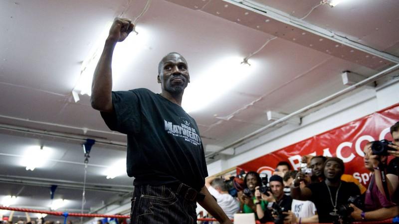 Miris Floida Meivezera tēvocis un bijušais pasaules čempions boksā