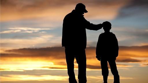 Tēvu tipi un kā tie ietekmē dēlu attīstību