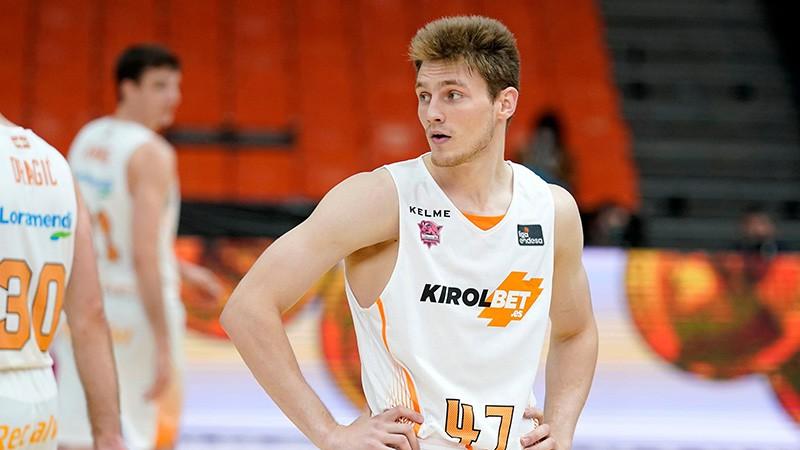 Artūrs Kurucs vienā sezonā iegūst gan Latvijas, gan Spānijas čempiona titulus
