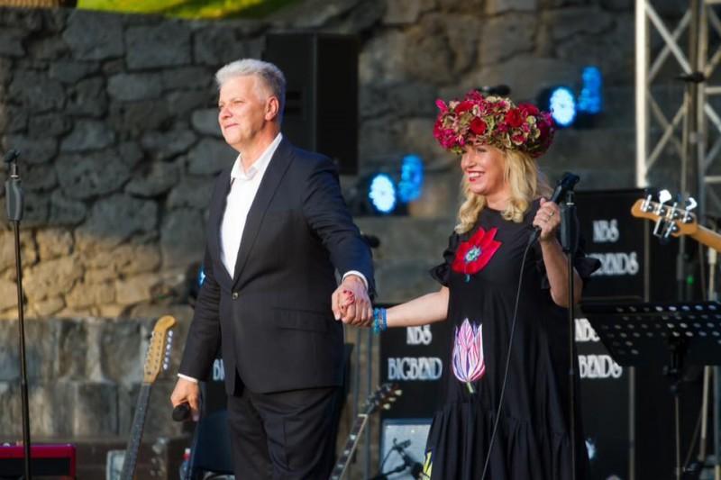 Grupa «Turaidas Roze» aicina uz koncertu «Jautra dziesmiņa sev pašam»  Rojas brīvdabas estrādē