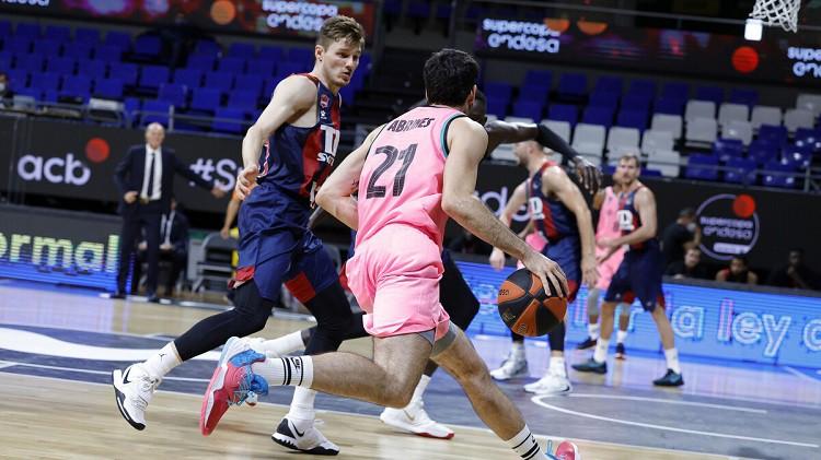 Timmam un Bertānam divatā 31 punkts, Šmits iekļūst Spānijas superkausa finālā