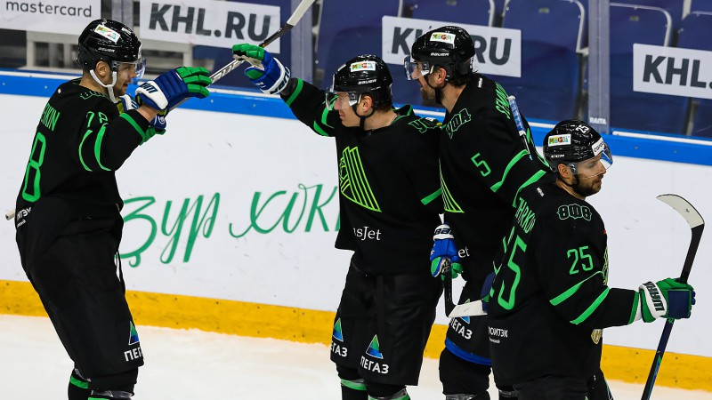 """""""Salavat Yulaev"""" iemet četrus pirmajās 11 minūtēs, Austrumu līdere uzvar bullīšos"""