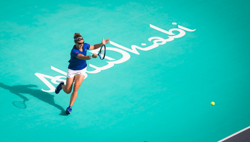 Flipkensa pēc potītes savainošanas uz reklāmas stenda izstājas no Abū Dabī turnīra