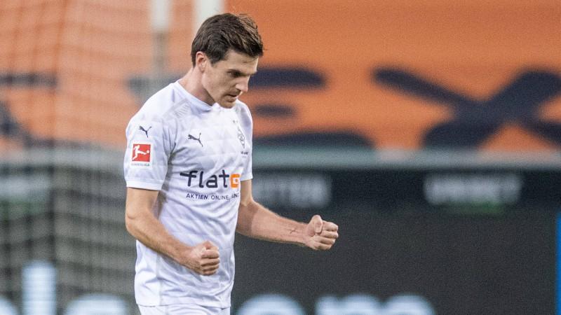"""Menhengladbahas """"Borussia"""" ātri ielaiž divus vārtus, taču pieveic vareno """"Bayern"""""""