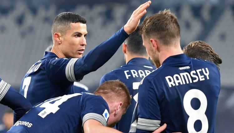 """Juventus"" tikai beigās salauž ""Sassuolo"" pretestību, ""Napoli"" smaga uzvara viesos"