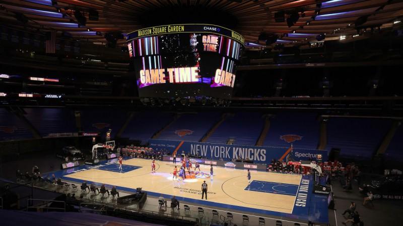 Veiksmīgais burbulis neturpinās: NBA atgriežas skarbajā realitātē