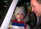 Video: 15 gadus vecajai Phjončhanas čempionei uzdāvina auto