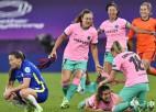 """""""Barcelona"""" <i>samaļ miltos</i> """"Chelsea"""", pirmo reizi triumfējot Sieviešu Čempionu līgā"""
