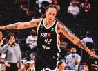 """Grainere <i>ieliek</i> """"vienroci"""", Gulbja uzvarētais Hopkinss – mēneša treneris WNBA"""