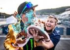 Video: Eiropas rallijkrosa čempions intervijas laikā saņem torti sejā