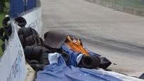 """""""McLaren"""" pilotam iesprūst gāzes pedālis un notiek avārija"""