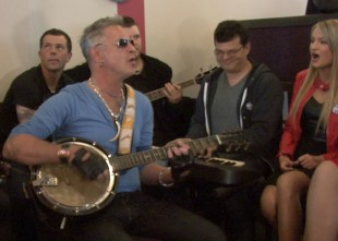 Video: Ainars Virga ar bandžo prezentē jauno soloalbumu