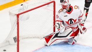 KHL pamatlaika pēdējā minūtē trīs vārti 42 sekundēs, vārtsargs aizmet nūju
