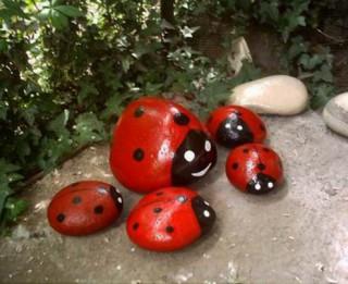 Foto: Interesanti dārza dekori no vienkāršiem materiāliem