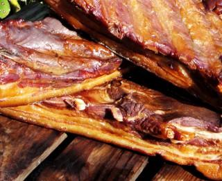Karsti kūpināta cūkgaļa sausajā marinādē