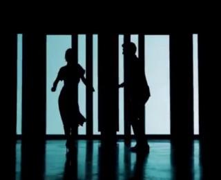 Video: Pāže un Kozmens dzied par labākas dzīves meklējumiem veikalā