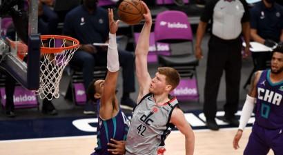 """Bertānam efektīgs <i>danks</i>, """"Wizards"""" uzvar trillerī un """"play-in"""" spēlēs pret """"Celtics"""""""