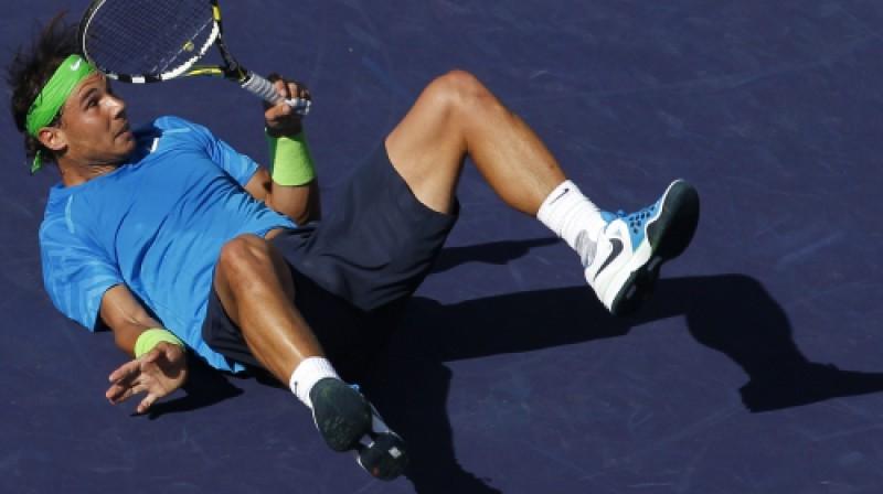 Arī pašam Nadalam Indianvelsā gadījies pakrist kortā.. Foto: AP/scanpix