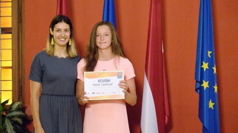 Raina Tomašicka un Ieva Pulvere 2019. gadā. Foto: saeima.lv