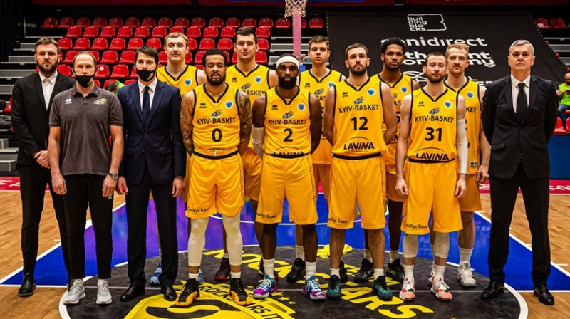 """Kyiv Basket"" komanda un Ainars Bagatskis (pirmais no labās puses). Foto: FIBA"