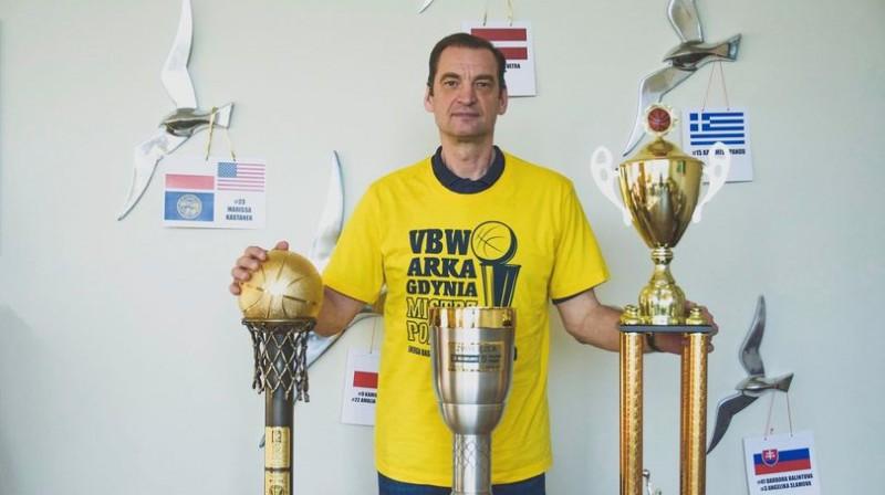 Gundars Vētra ar Polijā izcīnītajām trofejām. Foto: Arka Gdynia