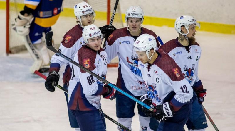 "Jelgavas ""Zemgale/LLU"" hokejisti svin vārtu guvumu. Foto: Guntis Lazdāns/Optibet Hokeja līga"
