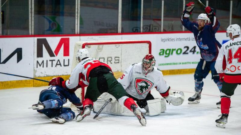 Jelgavas un Liepājas hokejistu cīņa. Foto: HK Zemgale/LLU