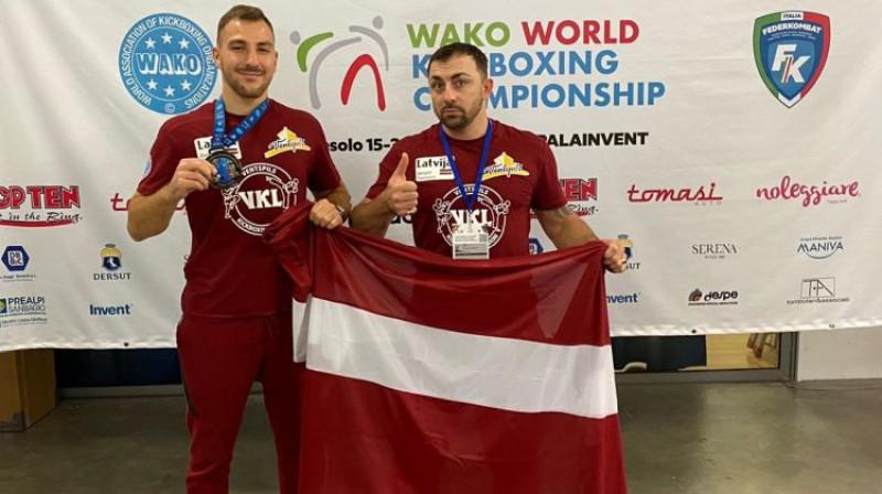 Raimonds Martinovskis un Sergejs Deņisovs. Foto: Ventspils Kikboksa Leģions