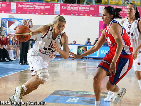Jēkabsonei papildlaikā pirmā uzvara WNBA