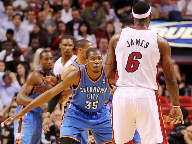 Džeimss un Durants - aprīļa labākie NBA