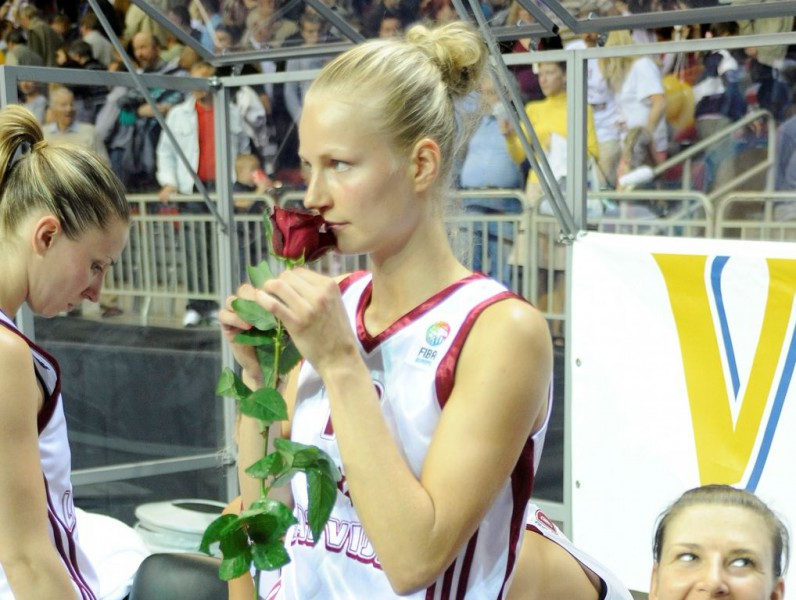 Dita Krūmberga pielikusi punktu basketbolistes karjerai