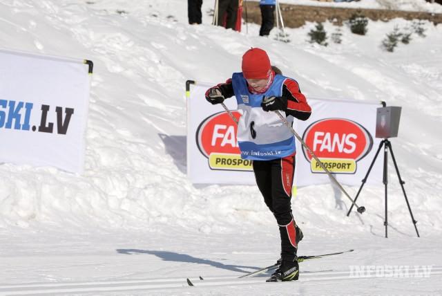 Latvijas jauniešu slēpotājiem uzvara un godalgotas vietas Igaunijā