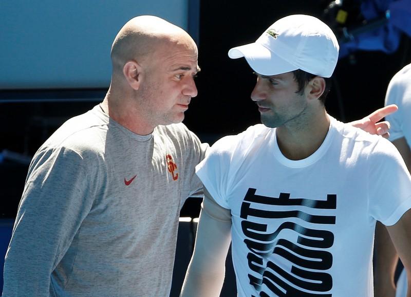 """Serbu treneris: """"Nevis Agasi palīdzēja Džokovičam, bet Džokovičs padarīja Agasi par treneri"""""""
