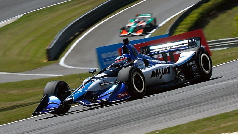 """Bijušais F1 pilots Takuma Sato rupji kļūdās, bet uzvar """"IndyCar"""" posmā"""