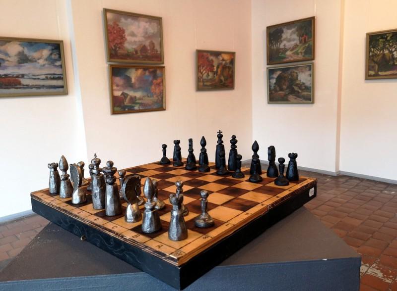 """Jāņa Streiča akvareļi un Jura Balakāna metālkalumi  Mākslas galerijā """"Durvis"""""""