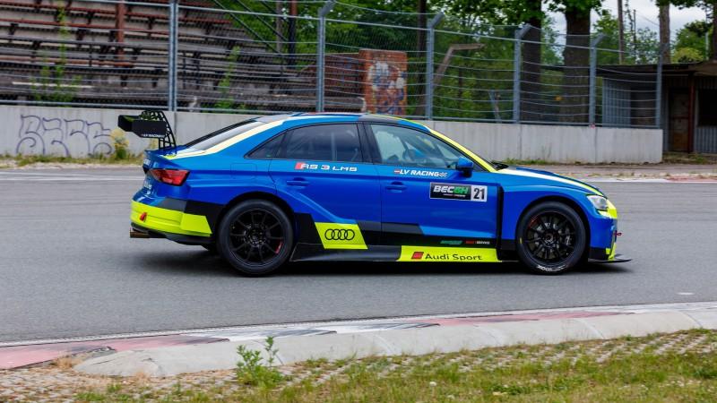 """Latviešu komanda prezentē jauniegādāto """"Audi RS 3 LMS"""""""