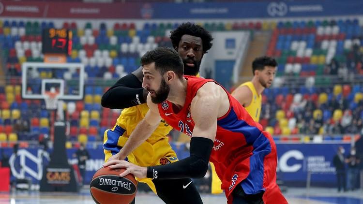 """CSKA pēc """"ķieģeļu puslaika"""" uzvar """"Maccabi"""", Kokoškovs uzsit vēl vienu punu Atamanam"""