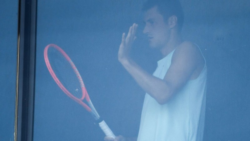 Vienu pozitīvu Covid-19 analīžu dēļ 25 tenisistiem jādodas pašizolācijā pirms ''Australian Open''