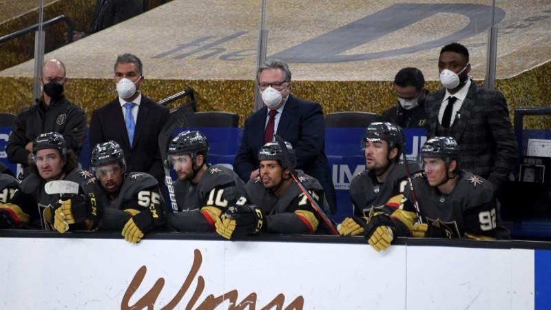 ''Golden Knights'' treneri pašizolācijā, maču pret ''Blues'' vadīja ģenerālmenedžeris