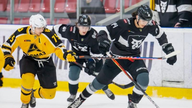 """""""Rīga"""" hokejisti arī savā pēdējā mājas spēlē atzīst """"Almaz"""" pārākumu"""
