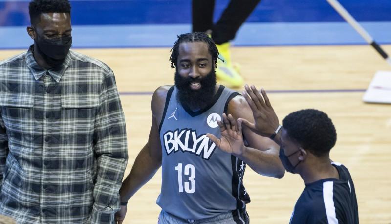 """Hārdens atgriežas Hjūstonā ar triple-double; Embīdam 40+19 uzvarā pret """"Jazz"""""""