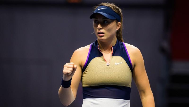 Badosa pieveic ranga līderi Bārtiju, Čārlstonā būs jauna WTA čempione