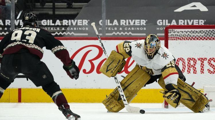 """""""Islanders"""" derbijā tiek play-off, Flerī panāk Luongo, Smitam hat-trick, Draizaitlam 0+4"""