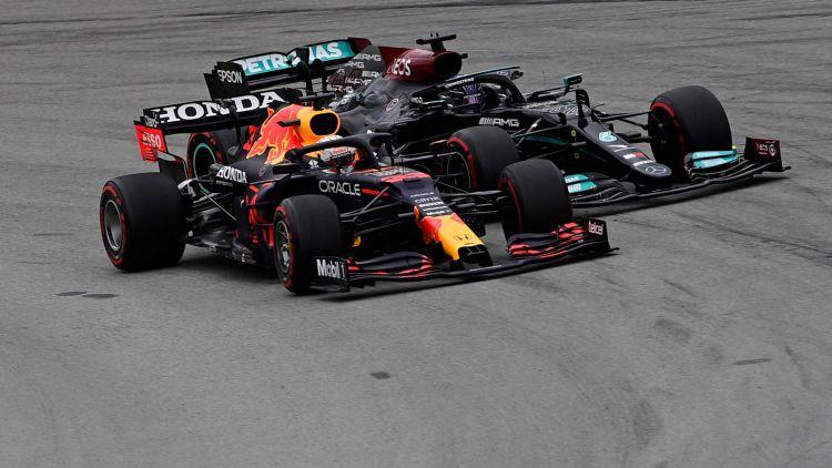 Hamiltons beigās noķer un apdzen Verstapenu un uzvar Spānijas GP